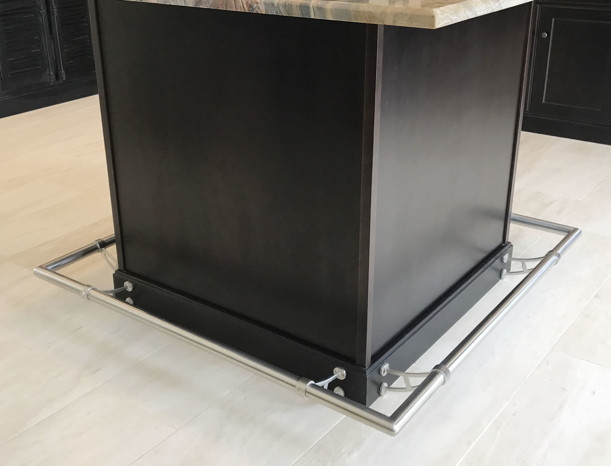 Satin Stainless Steel Foot Rail for Residential Kitchen Island