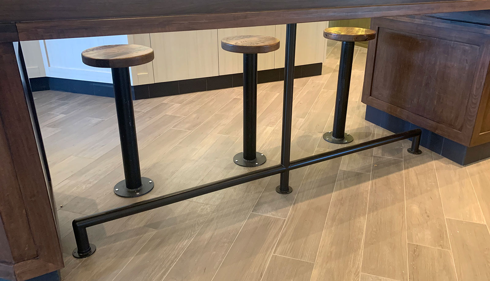 Custom Black Powder Coated Counter Foot Rail