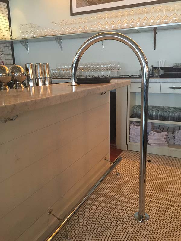 Polished Stainless Steel Service Bar Rail