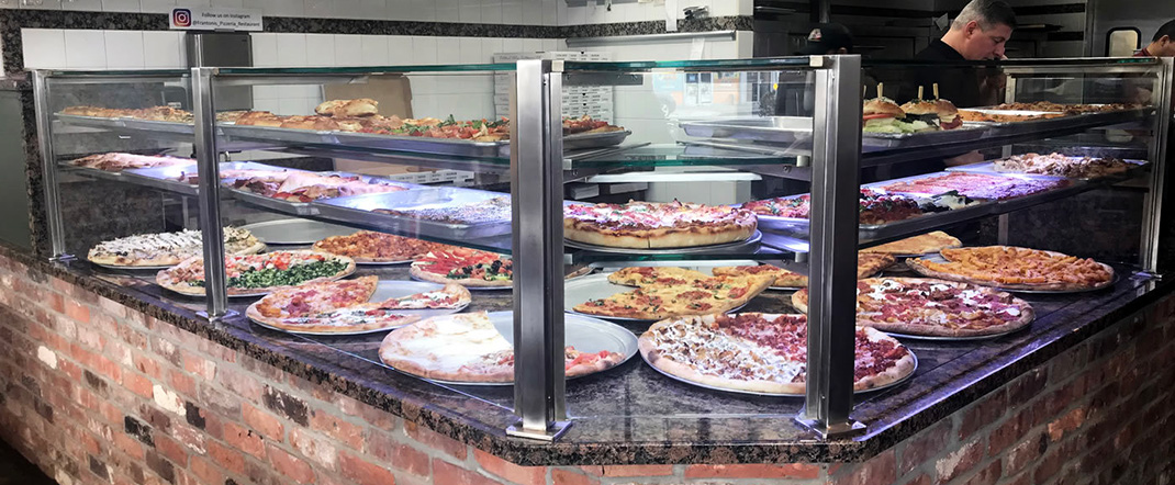 Pizzeria food shield display